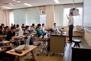 英語による専門科目の授業4